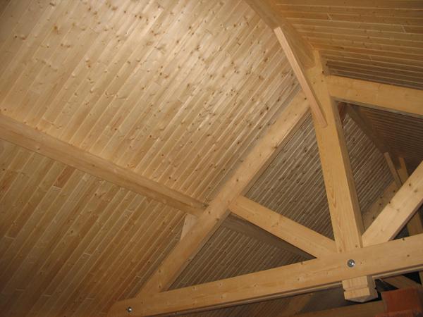 Charpente traditionnelle avec caissons chevronnés finition intérieur