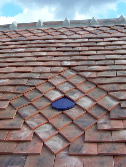 Maison d'enfance de Jouhe (39) - Couverture tuiles plates avec motif losange