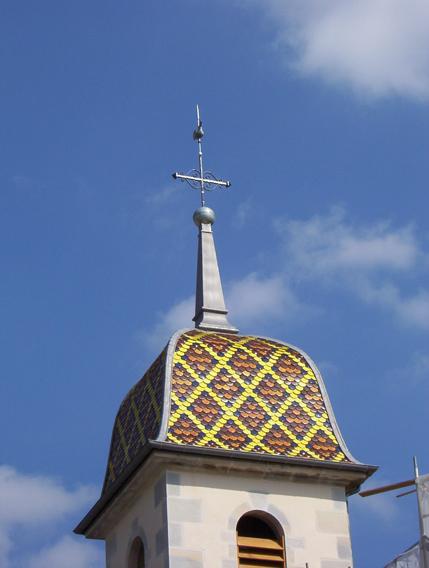 Eglise Peseux (39) - Réfection du clocher comtois en tuiles plates écaillées vernissées