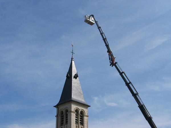 Eglise St-Symphorien (21) - R&eacutefection du clocher en ardoises d'Angers